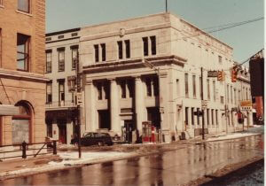 UIS Building in 1982
